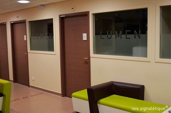 http://isis-signaletique.blogspot.com signalétique hôpital - Lyon - Rhône - CLB - LUMEN - films sablés évidés sur vitrage - plaques de porte gestion papier