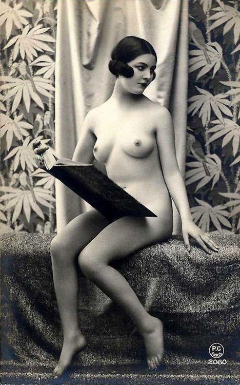 hoodoothatvoodoo:    P.C. Studio- Reading #2060, Paris, 1920s