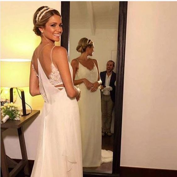Helena Bordon, caasmento na praia Caribe St. Barth, vestido de noiva.  It Girl, Brazilian Digital Influencer, dress bride