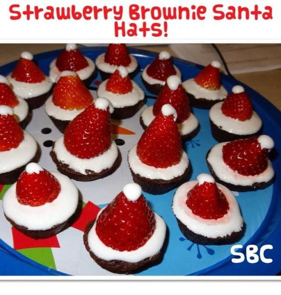 Strawberry Brownie Santa Hats - Treat or for Kids  ♥Like♥ Share♥Tag ♥Comment♥ ✿♥✿´¯`•.¸✿♥✿´¯`*•.¸✿♥✿  My daughter and I made these last year...