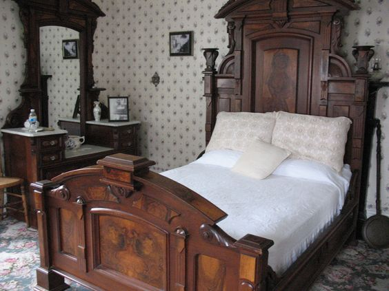 The home where Lizzie and Emma's father and step-mother were killed is now the Lizzie Borden Bed and Breakfast- Mrs Borden's body was found in this room.