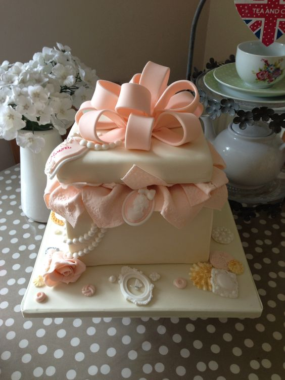 Gift box cakes 19 pinterest gift box cakes 19 pinterest negle Image collections