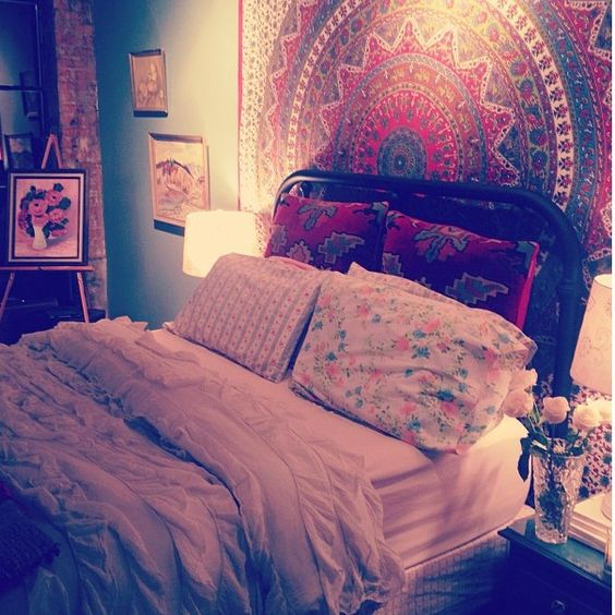 Seriously want a tapestry for mine and matthews bed boho for Bohemian bedroom ideas pinterest