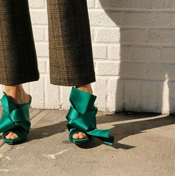 Feminine update via @n21_official' emeralt green #mules Shop online: http://n-duo-concept.com/shoes/knotted-satin-mules.html#.VzXacYR96Hs: