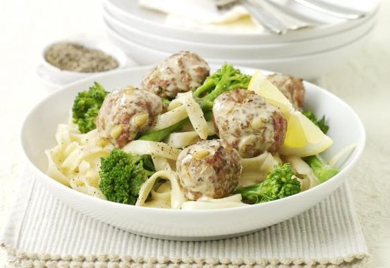 Lemon turkey meatballs with broccoli and noodles - British Turkey