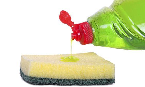 10 usos increíbles del detergente que no conocías