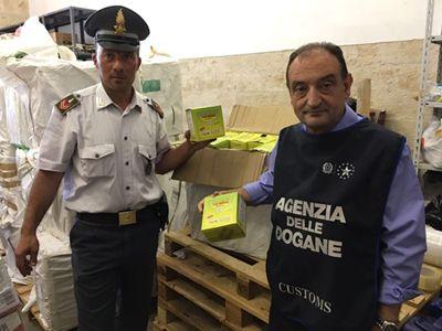 Bari porto: sequestrata mezza tonnellata di tabacco da masticare