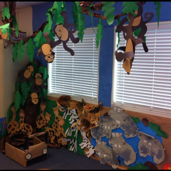 safari theme for preschool turning a part of the classroom into a forest in 936