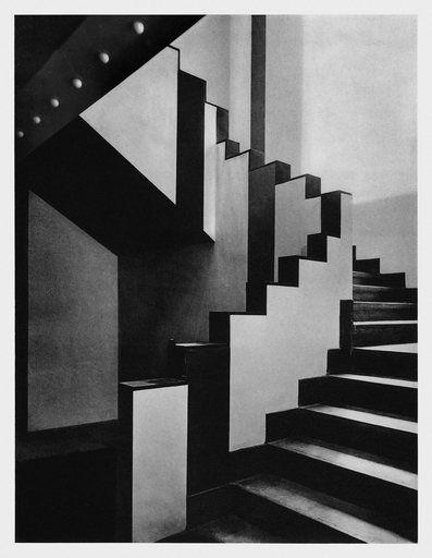 Escalera del Caféthe  Aubette diseñado por Theo van Doesburg, Sophie y Hans Arp,