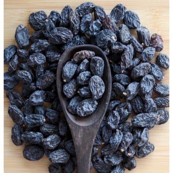 بجانب فوائد الزبيب الأسود الطبية والصحية احتوائه على بعض المركبات الطبيعية التي لها آثارا ونتائج رائعة للمزيد تابع قراءة المق Fruit Nuts And Seeds Blueberry