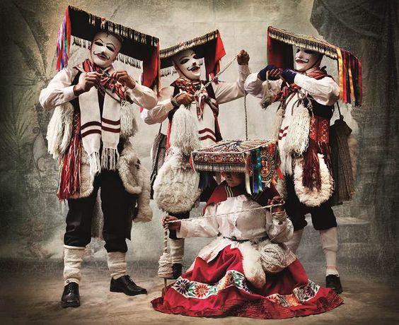 ALTA MODA- Mario Testino Traje de danza Qhapaq qolla. Distrito y provincia de Paucartambo