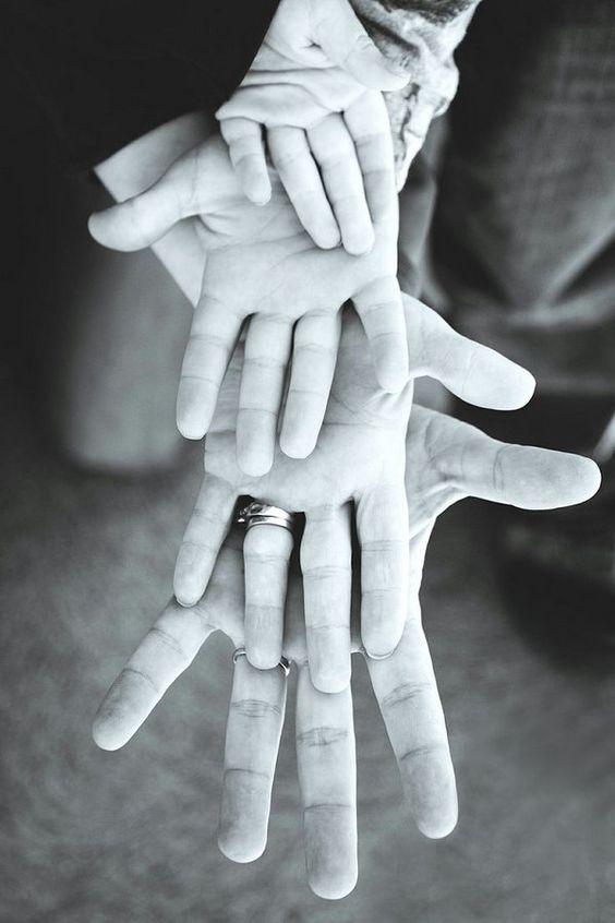 Hands Family Photo Idea, Fun and Creative Family Photo Ideas, http://hative.com/fun-creative-family-photo-ideas/,