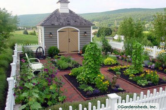 Fenced Garden Colonial Williamsburg And Colonial On Pinterest