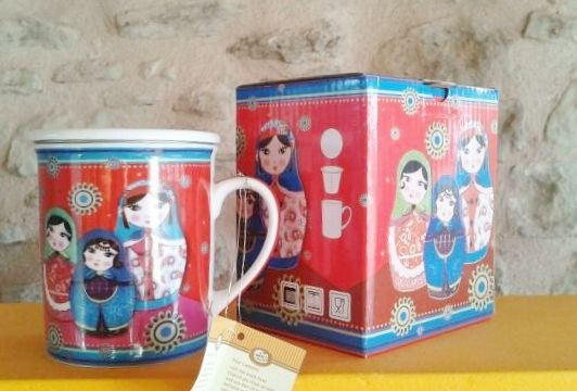 """Tassa """"Matrioshka"""" : Tassa porcellana amb tapa i infusor metàl.lic. Marca : """"Cha Cult"""" 8,95 €"""