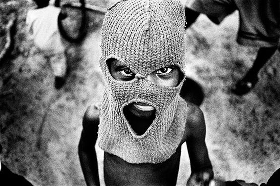 Harrowing Candid Slum Captures - The 'Dead Traffic' Slum Photo Series is Haunting and Raw (GALLERY)