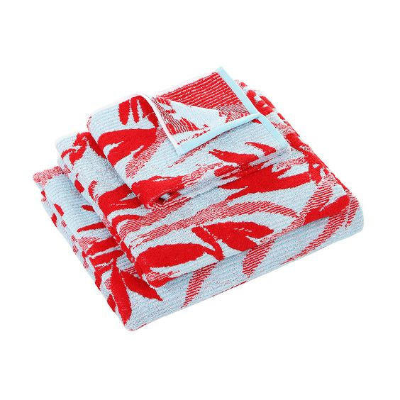 Bring a tropical touch to your bathroom with this Paradise Piment bath sheet from Kenzo. Featuring a bold red floral pattern on an aqua background, this towel is crafted from super soft 100% cotton...