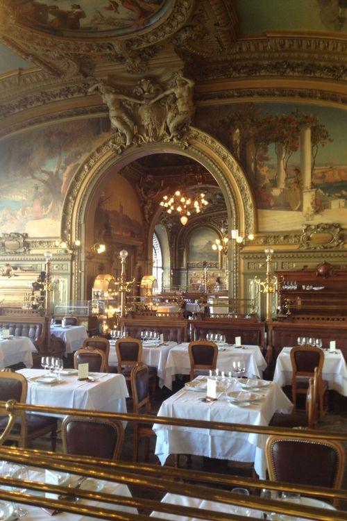 hermioneolivia:    Parisian beauty.