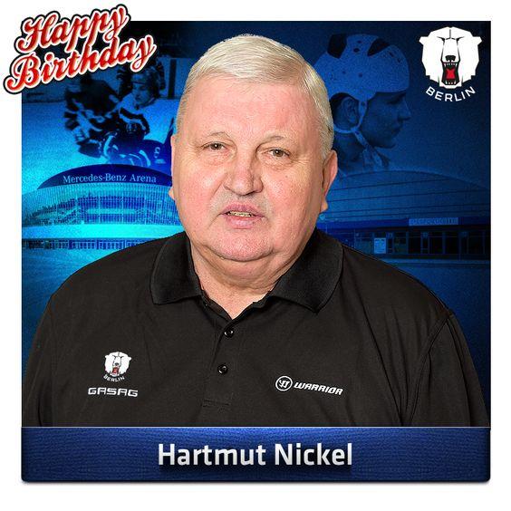 Am Montag jährte sich zum 71. Mal der Geburtstag von DER Legende. 1963 kam er aus Weißwasser nach Berlin, um hier zu bleiben. Jetzt, 52 Jahre später, können wir uns die Eisbären Berlin immer noch nicht ohne ihn vorstellen. Deshalb wünschen wir unserem Ex-Spieler und -Trainer, der jetzt als Berater tätig ist, alles erdenklich Gute. Happy Birthday, Hartmut Nickel!