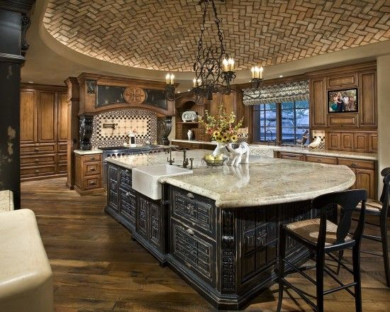 black & beige accents :: a fully equipped kitchen with functional food pantry & butler's pantry pass thru, behind oven partition