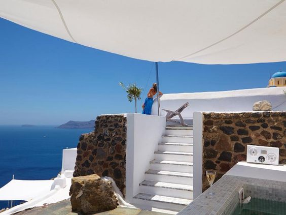 3 Bedroom Villa in Oia to rent from £3083 pw. With air con.