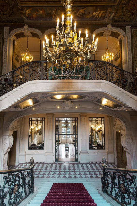 Salons France-Amériques, depuis l'escalier monumental, vue sur le Lobby et le premier étage