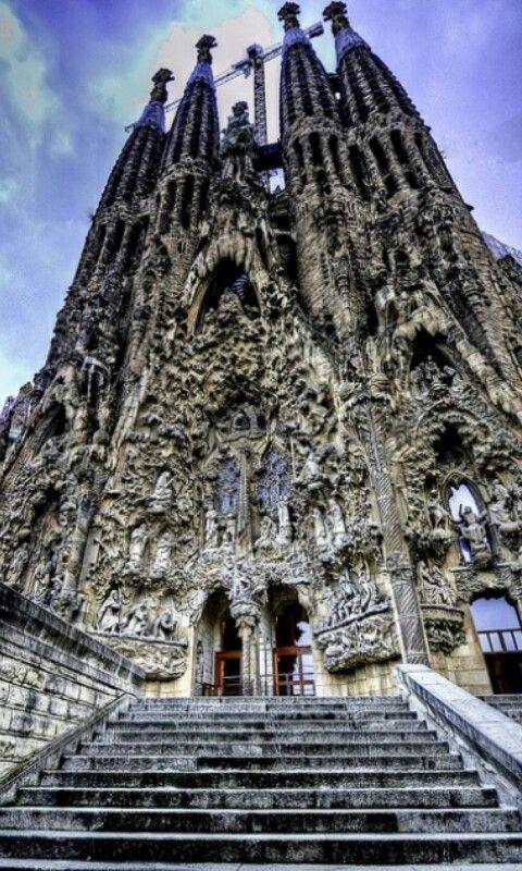 Barcelona spain barcelona and spain on pinterest - Estilo sagrada familia ...