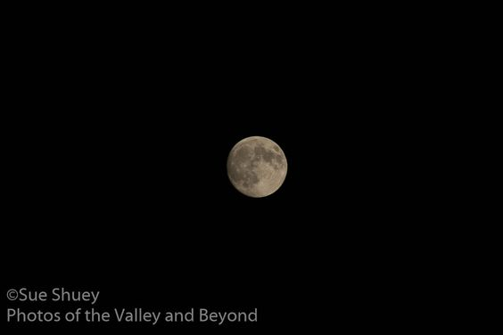 Watch as the moon is eclipsed in 6 great photos! Lunar Eclipse 2015 | Blood Moon September 27, 2015