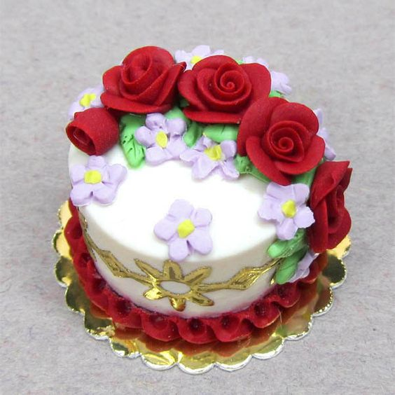 1:12 Polymer clay dolls house food dollhouse miniature cake dark red roses on white cake.