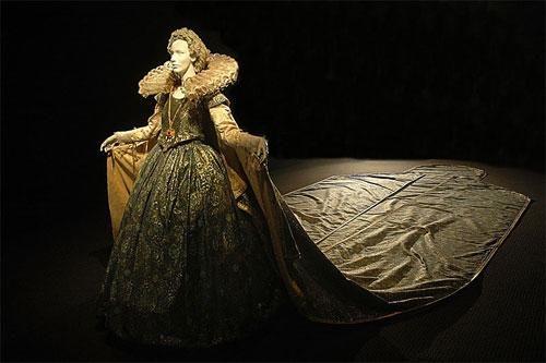"""Exposisión Trajes cortesanos del Siglo XVII. - Mañana me voy a ver esta sublime exposición de Trajes cortesanos del Siglo XVII, en el Museo Nacional de Arte Decorativo de Bs As *0*.... si si, salida ♥♥♥""""LOLITA""""♥♥♥!!!!, no es magnifico este vestido?? es uno de mis favoritos ♥____♥ <BR> <BR>La exposición que se exhibirá desde el 18 de Marzo al 25 de Mayo, fue organizada en forma conjunta con la Embajada de Italia y el Instituto Italiano de Cultur..."""