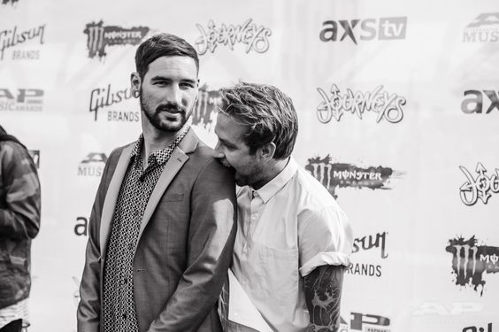 Shoutout To Tyler Carter And Michael Bohn Of Issues For The Realest Shot We Ve Got From The 2015 Apmas Red Carp Issues Band Tyler Carter Mayday Parade Lyrics