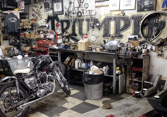 Love this #custombike #workshop in #NYC - specialising in classic #triumph #motorcycle.