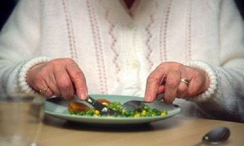 Finger foods may be best for people with Alzheimer's.  Study looked at types of finger foods residents in care home eat.  Recommend sauce