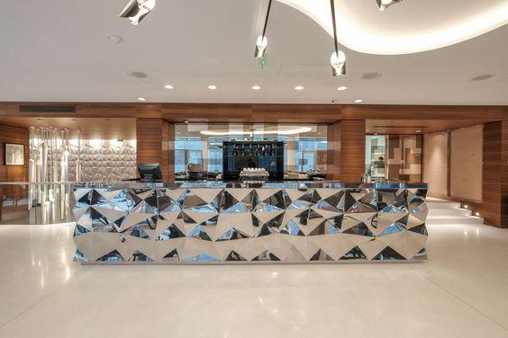 Découvrez l'Hôtel Renaissance Paris République et le design d'intérieur réalisé par Didier Gomez #luxuryhotels