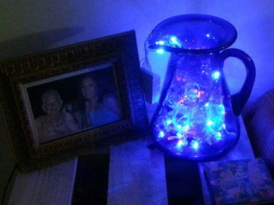 Así queda de linda mi jarra azul con luces led.