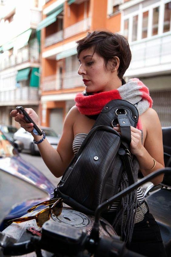 EcoNotas.com: Bolsos de Moda con Caucho Reciclado