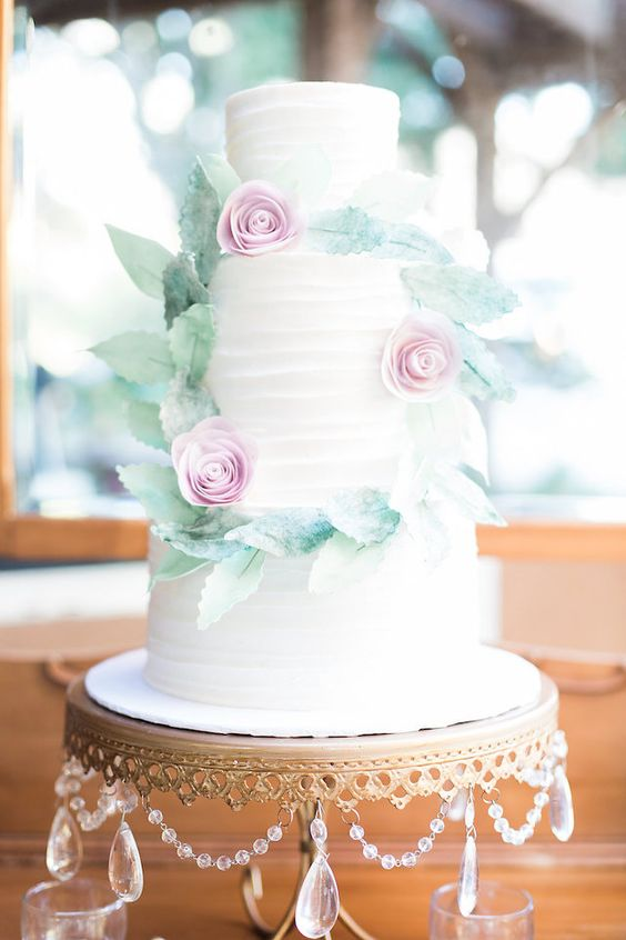 Classic 3-tier white cake with Wreath | Stephanie Ponce Photography