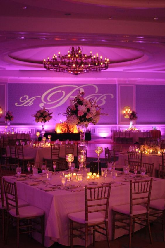 Salones para bodas muy lujosos para inspirarte for Decoracion de salon para boda