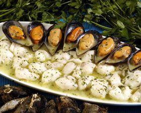 Receta de carrilleras de bacalao con mejillones | Cantabria | Spain: En Salsa, Cod, Pescado Y Marisco, Salsa Verde, Carrilleras De, Con Mejillones, Cod