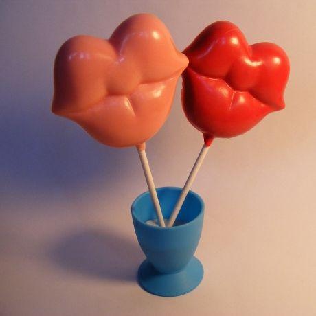 Lip lollipop-Yum! Find these at www.thegbwedding.com!