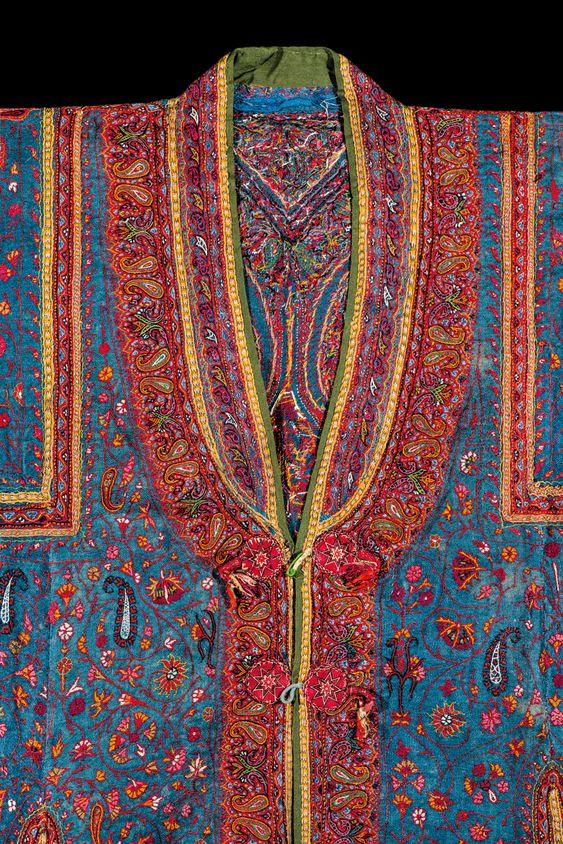 Кашмирското мъжко палто (детайли), 19-ти век, пашмина с вълнена и копринена бродерия.  Индийски текстил: колекцията Карун Тхакар