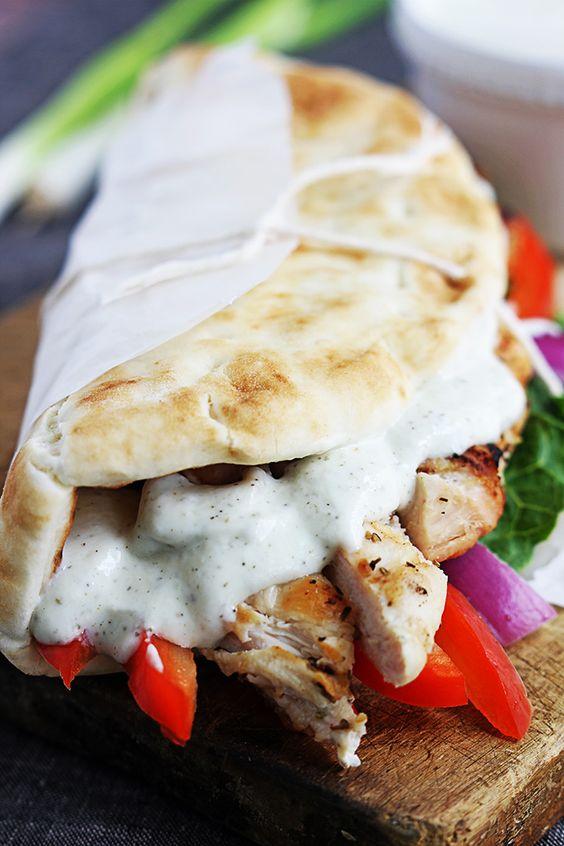 Einfache Huhn Gyros & Tzatziki Sauce