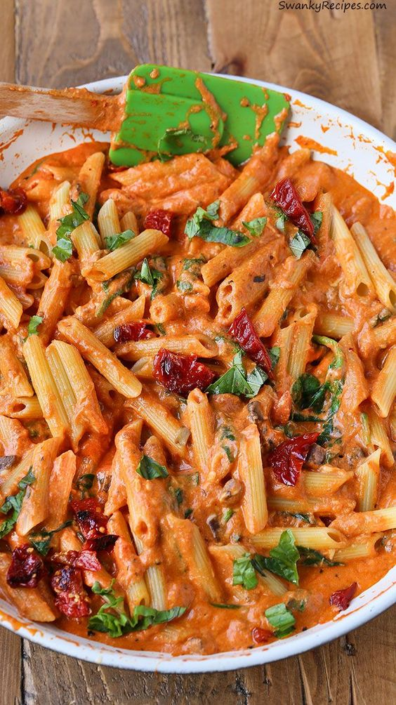 Penne Rosa Pasta with Sun Dried Tomatoes made in 25 minutes! Spinach ...