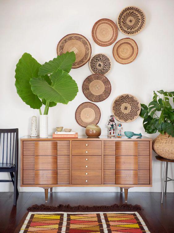 wandcirkels van hout aan de muur