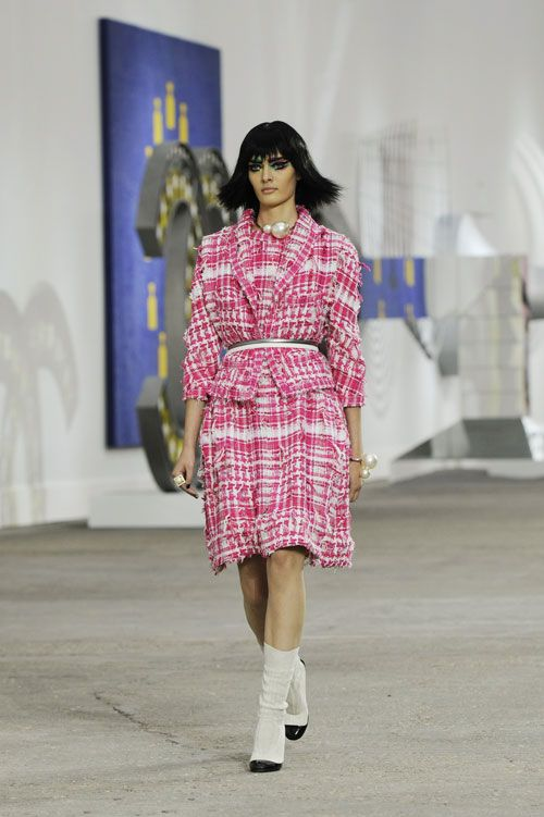 Chanel adds vibrancy & more materials to its signature tweed for the 2014 Spring-Summer Ready-to-Wear collection: http://www.luxuryfacts.com/index.php/sections/article/3811