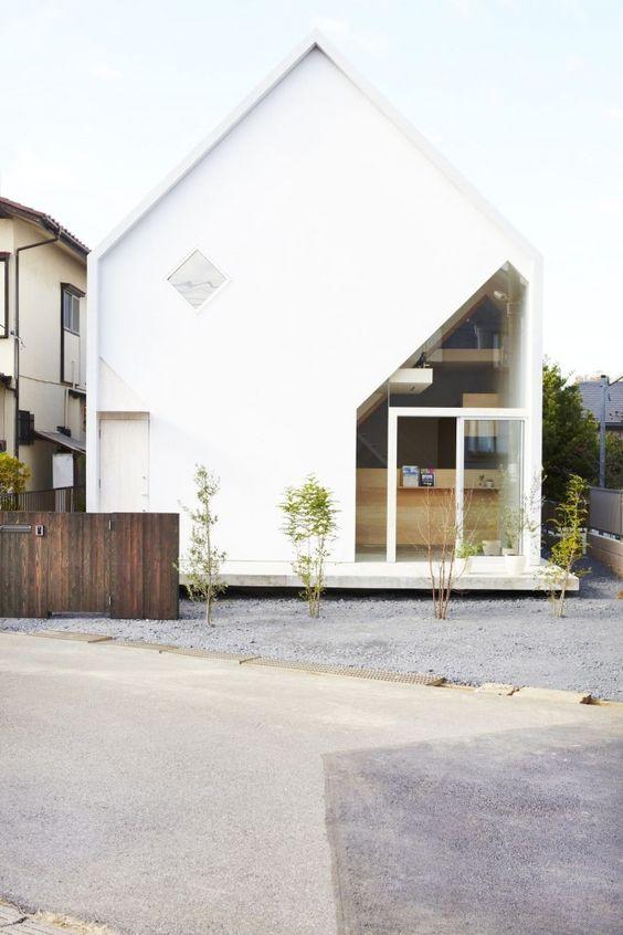 Haus Innenhof Sichtschutz vertikale Begrünung Fassade modern