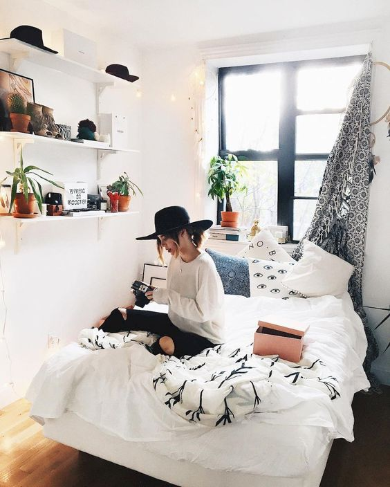 Bright and airy dorm room decor is the best!