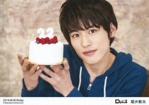 ケーキと堀井新太