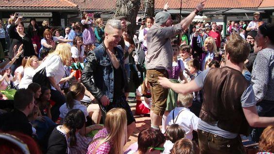 """VoXXclub: """"Rock mi"""" Flashmob in der Waldwirtschaft in Großhesselohe in P..."""