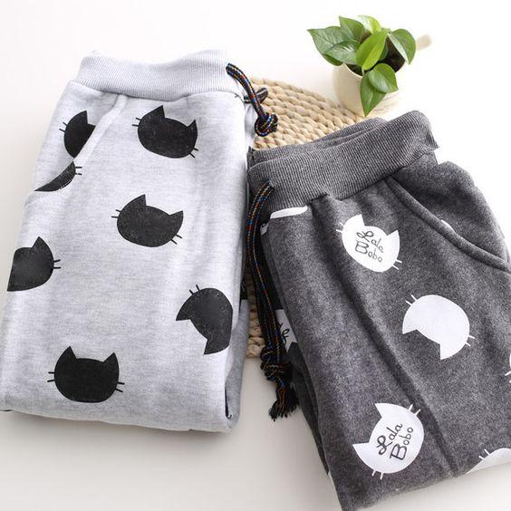 Estos pantalones deportivos de gatitos: