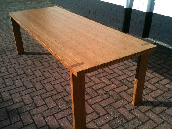 Bamboe tafel 'uit 1 stuk'  